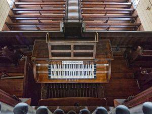 Spieltisch der Goll Orgel
