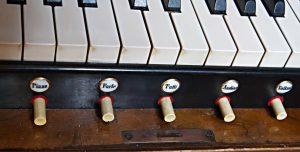 Tastatur der Goll Orgel