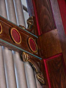 Verzierungen an der Goll Orgel