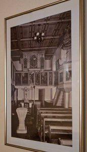 """Dieses Bild hängt unter der Westempore. Es zeigt den Zustand vor 1959. Der abgebildete Altar ist schon vorher """"entgotisiert"""" worden."""
